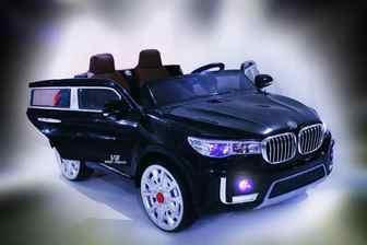 Двухместный электромобиль 24 BMW M333MM на резиновых колесах.