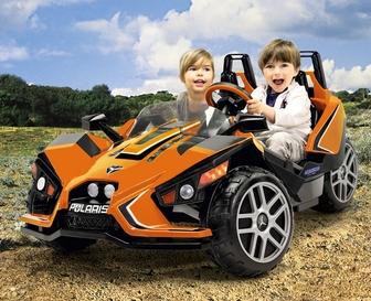 Детский двухместный электромобиль Peg-Perego Polaris Slingshot