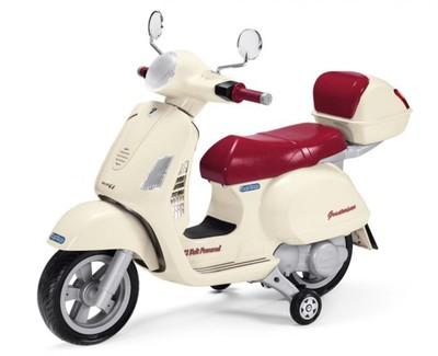 Peg-Perego Vespa. Детский электромотоцикл с дополнительными колесиками.